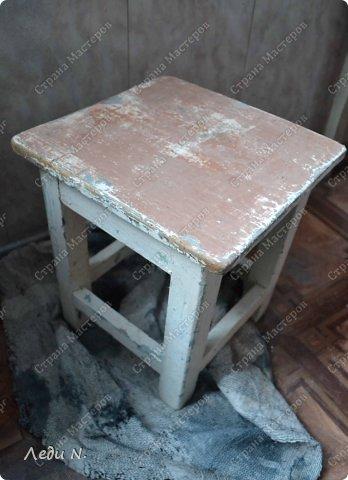 Декор предметов Мастер-класс Декупаж Табурет - из старого в  старинный Краска Салфетки фото 4