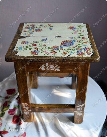 Декор предметов Мастер-класс Декупаж Табурет - из старого в  старинный Краска Салфетки фото 2