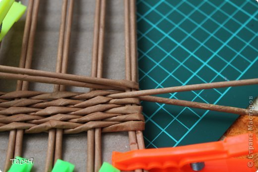 Поделка изделие Плетение Пробуем прямоугольное плетеное дно 3-месячной годовщине плетения посвящается Бумага фото 15