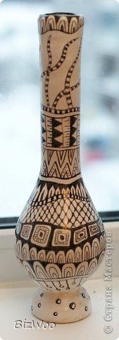 Поделка изделие Папье-маше Роспись Бутыль-ваза Черно-белое кино Бумага Бутылки стеклянные Тушь фото 4