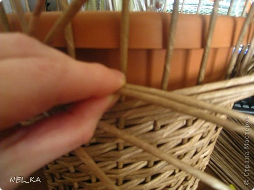 Поделка изделие Плетение Кашпо и немного о закрытии послойного плетения Бумага газетная Трубочки бумажные фото 5