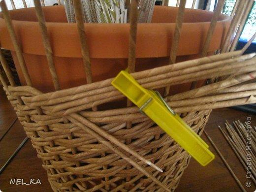 Поделка изделие Плетение Кашпо и немного о закрытии послойного плетения Бумага газетная Трубочки бумажные фото 7