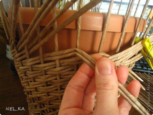 Поделка изделие Плетение Кашпо и немного о закрытии послойного плетения Бумага газетная Трубочки бумажные фото 8