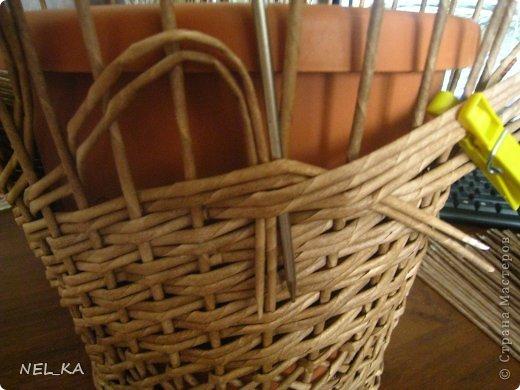 Поделка изделие Плетение Кашпо и немного о закрытии послойного плетения Бумага газетная Трубочки бумажные фото 9