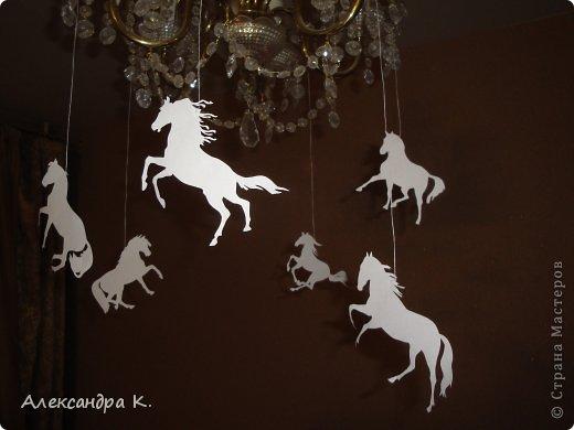 Поделка изделие Новый год Вырезание Бумажные лошадки Бумага Нитки фото 1