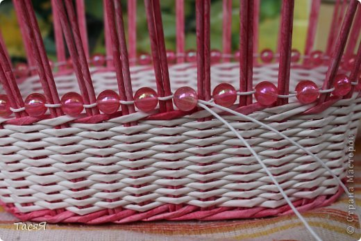 И всё-таки корзинки - это весч! :-)) И во все времена будут актуальны )) Думаю, плетение и возникло из потребности в корзинках :-))) Представляю вам сегодня вот такую: фото 10
