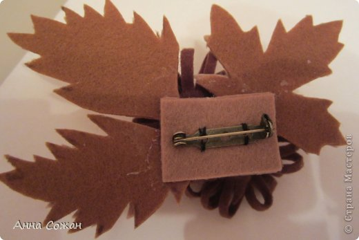 Украшение Моделирование конструирование Осенние броши из фетра Бусинки Фетр фото 4