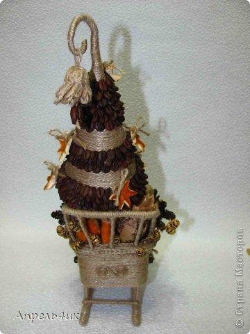 Мастер-класс Поделка изделие Новый год Моделирование конструирование Готовь сани осенью или в гости к Деду Морозу Клей Кофе Материал бросовый Проволока Шишки Шпагат фото 4