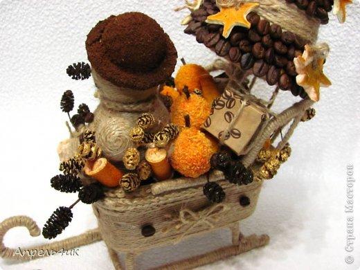 Мастер-класс Поделка изделие Новый год Моделирование конструирование Готовь сани осенью или в гости к Деду Морозу Клей Кофе Материал бросовый Проволока Шишки Шпагат фото 6