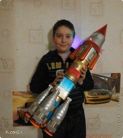 Поделки для мальчиков День космонавтики Моделирование конструирование Ракета Бумага гофрированная Бутылки пластиковые фото 1