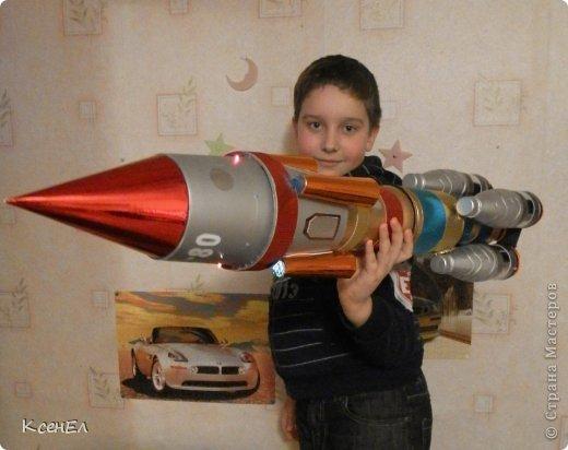 Поделки для мальчиков День космонавтики Моделирование конструирование Ракета Бумага гофрированная Бутылки пластиковые фото 2