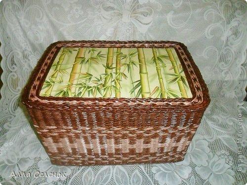 Поделка изделие Плетение Короб для салфеток Бумага газетная Трубочки бумажные фото 2