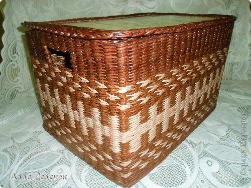 Поделка изделие Плетение Короб для салфеток Бумага газетная Трубочки бумажные фото 3