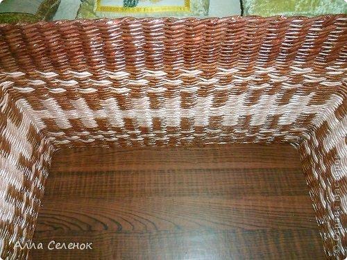 Поделка изделие Плетение Короб для салфеток Бумага газетная Трубочки бумажные фото 5