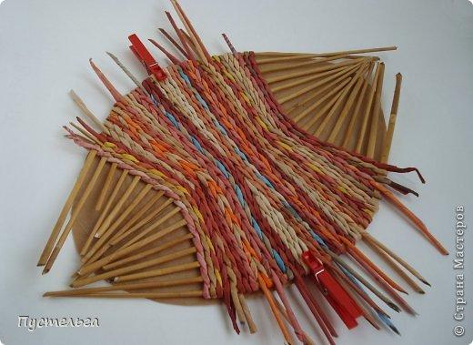 Мастер-класс Поделка изделие Плетение Поднос или утилизация трубочек Бумага газетная Трубочки бумажные фото 5