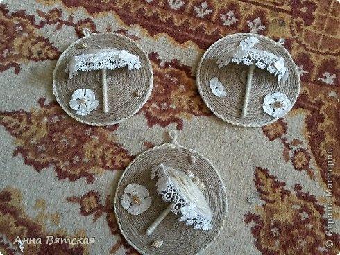 Картина панно рисунок Мастер-класс Моделирование конструирование Мой зонтичный триптих  Бусинки Диски компьютерные Кружево Материал природный Шпагат фото 25