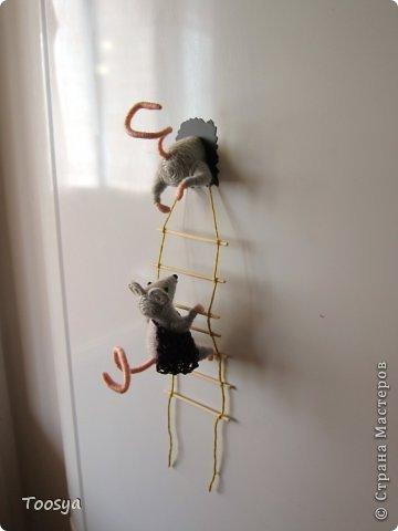 И снова здравствуйте )<br /> Честно говоря не ожидала, что так быстро получится МК сделать, но моя мамулечка когда увидела каких мышек я делаю тоже захотела себе такой магнит. Желание мамы - закон, так что предлагаю мой вариант изготовления этих милашек. фото 1
