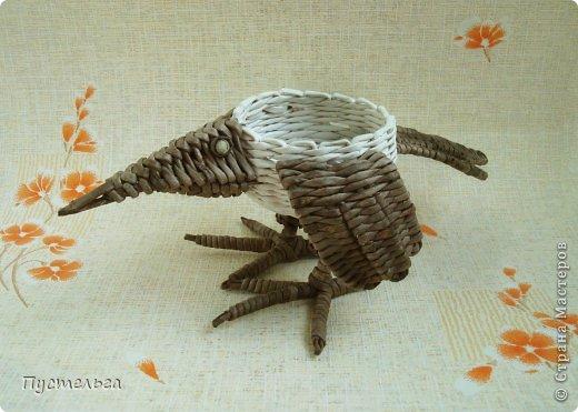 Мастер-класс Поделка изделие Плетение Сорока ворона Бумага Трубочки бумажные фото 3