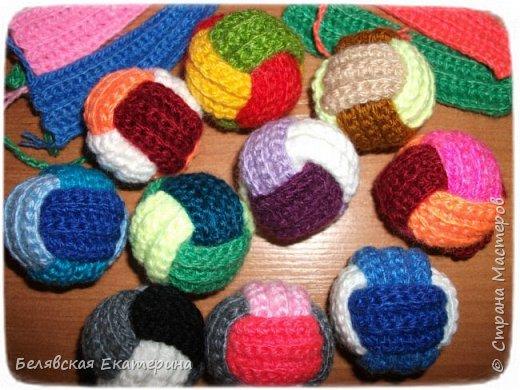 Игрушка Мастер-класс Вязание крючком Вязаные трехцветные шарики Пряжа фото 1
