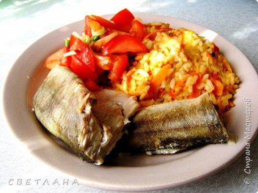 Рыбу   люблю  даже больше, чем мясо. В  наших  магазинах  -  минтай, окунь терпуг  (  розовый или полосатый), камбала , горбуша, кета,семга  и  др.  Люблю  рецепты попроще.   ОКУНЬ ТЕРПУГ Приготовлен  на пару .  На гарнир  - рис с овощами.    фото 1