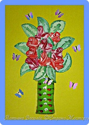 Я прекрасных цветов<br /> Букет соберу.<br /> Я цветочек к цветочку<br /> Для тебя подберу. </p> <p>В нём цветы за заботу<br /> И за нежность твою.<br /> За любовь и внимание,<br /> Что я в сердце храню. </p> <p>За бессонные ночи<br /> Над подушкой моей.<br /> За советы, которых<br /> Не бывает честней. </p> <p>За терпенье большое<br /> И доверие мне,<br /> Есть цветы в том букете<br /> За обиды тебе. </p> <p>В нём цветы за умение<br /> Прикрывать в трудный час<br /> И за все чудеса,<br /> Что творила не раз. </p> <p>За уменье молчать<br /> И секреты хранить,<br /> Если надо, то грудью<br /> Детей защитить. </p> <p>Из прекрасных цветов<br /> Мой огромный букет.<br /> Он для лучшей из мам,<br /> Мне родней тебя нет!</p> <p>(Школина Ирина)<br />  фото 1