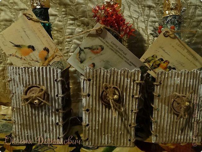 Декор предметов Мастер-класс Новый год Рождество Картонаж Папье-маше Упаковка для шампанского на скорую руку 2 варианта Бумага Картон Картон гофрированный Комочки бумажные Коробки Краска Материал бросовый Пуговицы Сутаж тесьма шнур Тесто соленое фото 1