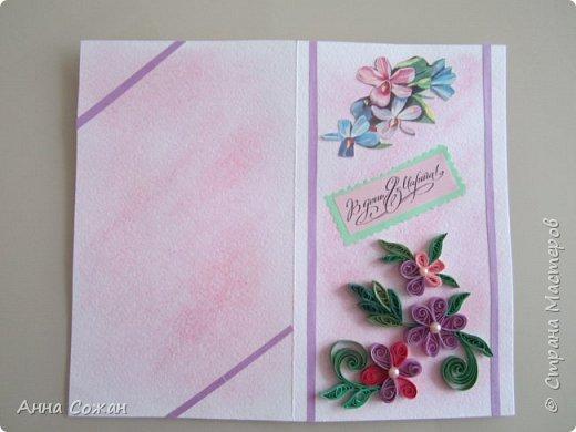 """Добрый день друзья! Хочу показать Вам несколько вариантов открыток, которые сделали мы к  8 марта  с моими учениками в студии """"Бумажные фантазии"""". У меня  нашлось несколько старых открыток с 8 марта. Мы использовали их в качестве аппликации и дополнили цветами из квиллинга и  модными платьями.  фото 5"""