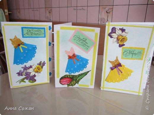 """Добрый день друзья! Хочу показать Вам несколько вариантов открыток, которые сделали мы к  8 марта  с моими учениками в студии """"Бумажные фантазии"""". У меня  нашлось несколько старых открыток с 8 марта. Мы использовали их в качестве аппликации и дополнили цветами из квиллинга и  модными платьями.  фото 10"""