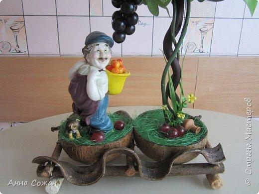"""Всем привет! Виноградный топиарий! Ура, свершилось! Идея виноградного топиария зрела давно, всё началось с фигурки забавного грузина, которого купила в переходе у бабульки. Фигурку отмыла, отреставрировала и стала думать как и что сделать к нему. Моё знакомство на Ярмарке Мастеров с Еленой Нечаевой, мастером от Бога, мою мечту приближало """"Надышавшись"""" её творческой атмосферой https://vk.com/podarki_sanctpeterburg напросившись к ней на мастер-класс я взялась за работу! Леночка спасибо большое, учла все твои замечания! Я довольна результатом! Топиарий сделала сестре в подарок! фото 12"""