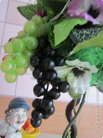 """Всем привет! Виноградный топиарий! Ура, свершилось! Идея виноградного топиария зрела давно, всё началось с фигурки забавного грузина, которого купила в переходе у бабульки. Фигурку отмыла, отреставрировала и стала думать как и что сделать к нему. Моё знакомство на Ярмарке Мастеров с Еленой Нечаевой, мастером от Бога, мою мечту приближало """"Надышавшись"""" её творческой атмосферой https://vk.com/podarki_sanctpeterburg напросившись к ней на мастер-класс я взялась за работу! Леночка спасибо большое, учла все твои замечания! Я довольна результатом! Топиарий сделала сестре в подарок! фото 13"""
