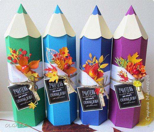 Накануне Дня Учителя хочу поздравить всех педагогов с профессиональным праздником! Завтра с дочкой будем поздравлять учителей с праздником. Карандашики -упаковки сделала по шаблонам замечательного сайта Картонкино. В Стране Мастеров можно найти по ссылке  http://stranamasterov.ru/node/593630<br /> На сайте Картонкино миниатюрные карандашики<br /> http://kartonkino.ru/podarochnyie-korobochki/i-snova-detskie-korobochki-miniatyurnyie-karandashiki/<br /> Для своих карандашиков я увеличила высоту, она 25 см. Большое спасибо создателям сайта и мастерам!<br /> <br />  фото 11
