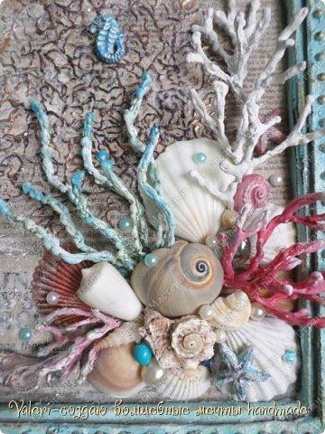 """Дорогие ДРУЗЬЯ, всем Вам доброго времени!!!  Давно я мечтала создать состаренную картину в морском стиле и наконец то мои ручки """"дошли"""" до этого процесса:)) Для работы понадобились кораллы определённых цветов, а в наличии было только несколько маленьких веточек совершенно не подходящего цвета и вида... Тут вспомнила, что где то в интернете встречала кораллы вроде как из цветного термо-клея, искать не стала, просто воспользовалась оригинальной идеей, которой с радостью поделюсь с Вами! Кстати, картина сделана полностью с нуля и рама тоже)) фото 21"""