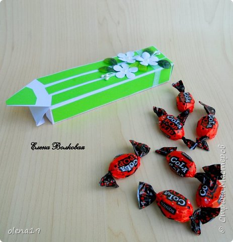 Коробки в форме карандаша для различных мелких подарочков могут пригодиться к 1 сентября, дню учителя. Наполнение может быть любым: конфетки, небольшая шоколадка, канцелярские принадлежности. фото 2