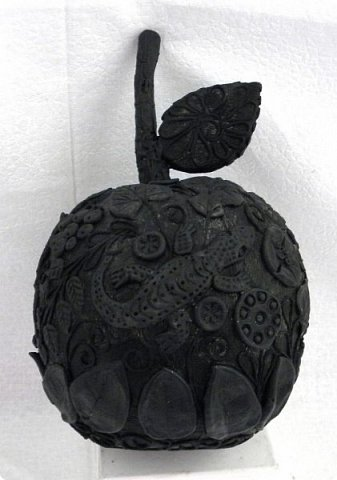 """Кто ещё тут не выращивал яблок? Именно для вас я и сделала этот мастер-класс))). Каких только яблок ни делали мастерицы в нашей Стране Мастеров: и лепные, и кружевные и в пейп-арте...и у каждой есть свои секретики и по форме , и по оформлению этого прекрасного фрукта. Этот фрукт - универсальный подарок на любой праздник...сделал на нём сердечко - будет на день рождения или День Любви...сделал дерево - вообще для всех! И как символ богатства и плодовитости, и как достатка в доме...  Для МАСТЕРОВ я вряд ли расскажу что-то новое, но новичкам , надеюсь, мой МК будет полезен. Тем более, что мне снова заказали """"жалезные"""" яблоки на подарки мужчинам, им почему-то нравится этот фрукт.))) фото 10"""