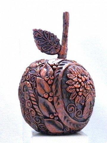 """Кто ещё тут не выращивал яблок? Именно для вас я и сделала этот мастер-класс))). Каких только яблок ни делали мастерицы в нашей Стране Мастеров: и лепные, и кружевные и в пейп-арте...и у каждой есть свои секретики и по форме , и по оформлению этого прекрасного фрукта. Этот фрукт - универсальный подарок на любой праздник...сделал на нём сердечко - будет на день рождения или День Любви...сделал дерево - вообще для всех! И как символ богатства и плодовитости, и как достатка в доме...  Для МАСТЕРОВ я вряд ли расскажу что-то новое, но новичкам , надеюсь, мой МК будет полезен. Тем более, что мне снова заказали """"жалезные"""" яблоки на подарки мужчинам, им почему-то нравится этот фрукт.))) фото 13"""