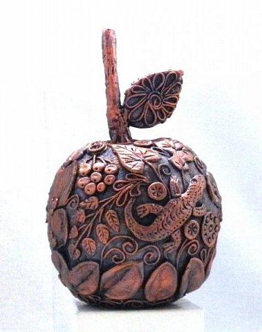 """Кто ещё тут не выращивал яблок? Именно для вас я и сделала этот мастер-класс))). Каких только яблок ни делали мастерицы в нашей Стране Мастеров: и лепные, и кружевные и в пейп-арте...и у каждой есть свои секретики и по форме , и по оформлению этого прекрасного фрукта. Этот фрукт - универсальный подарок на любой праздник...сделал на нём сердечко - будет на день рождения или День Любви...сделал дерево - вообще для всех! И как символ богатства и плодовитости, и как достатка в доме...  Для МАСТЕРОВ я вряд ли расскажу что-то новое, но новичкам , надеюсь, мой МК будет полезен. Тем более, что мне снова заказали """"жалезные"""" яблоки на подарки мужчинам, им почему-то нравится этот фрукт.))) фото 16"""