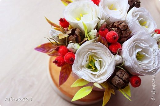 Создаем цветочную композицию с шишками и ягодами в сахаре